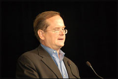 Larry Lessig Lectures at LinuxWorld Keynote part 1